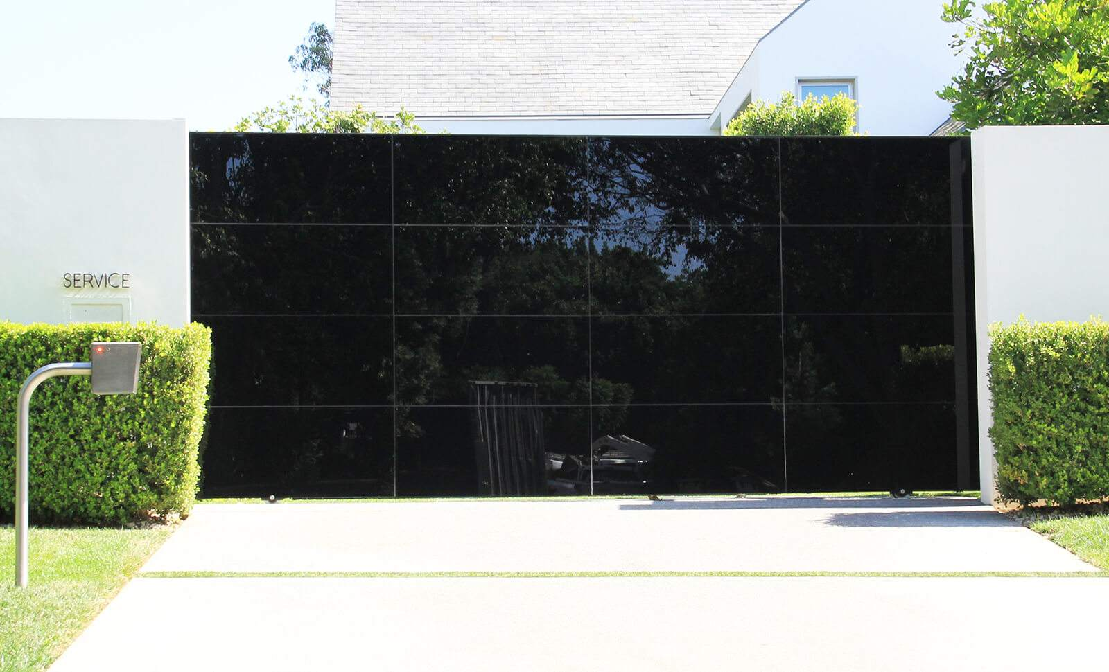 Black glass ingress/egress sliding auto gate