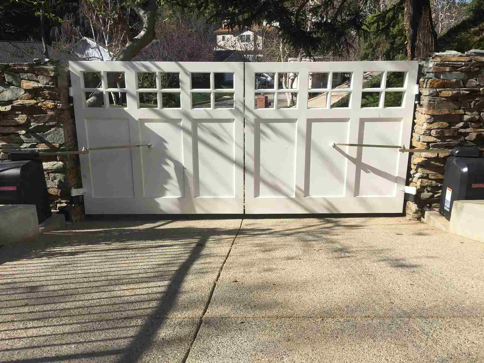 Traditional wood dual swing gate