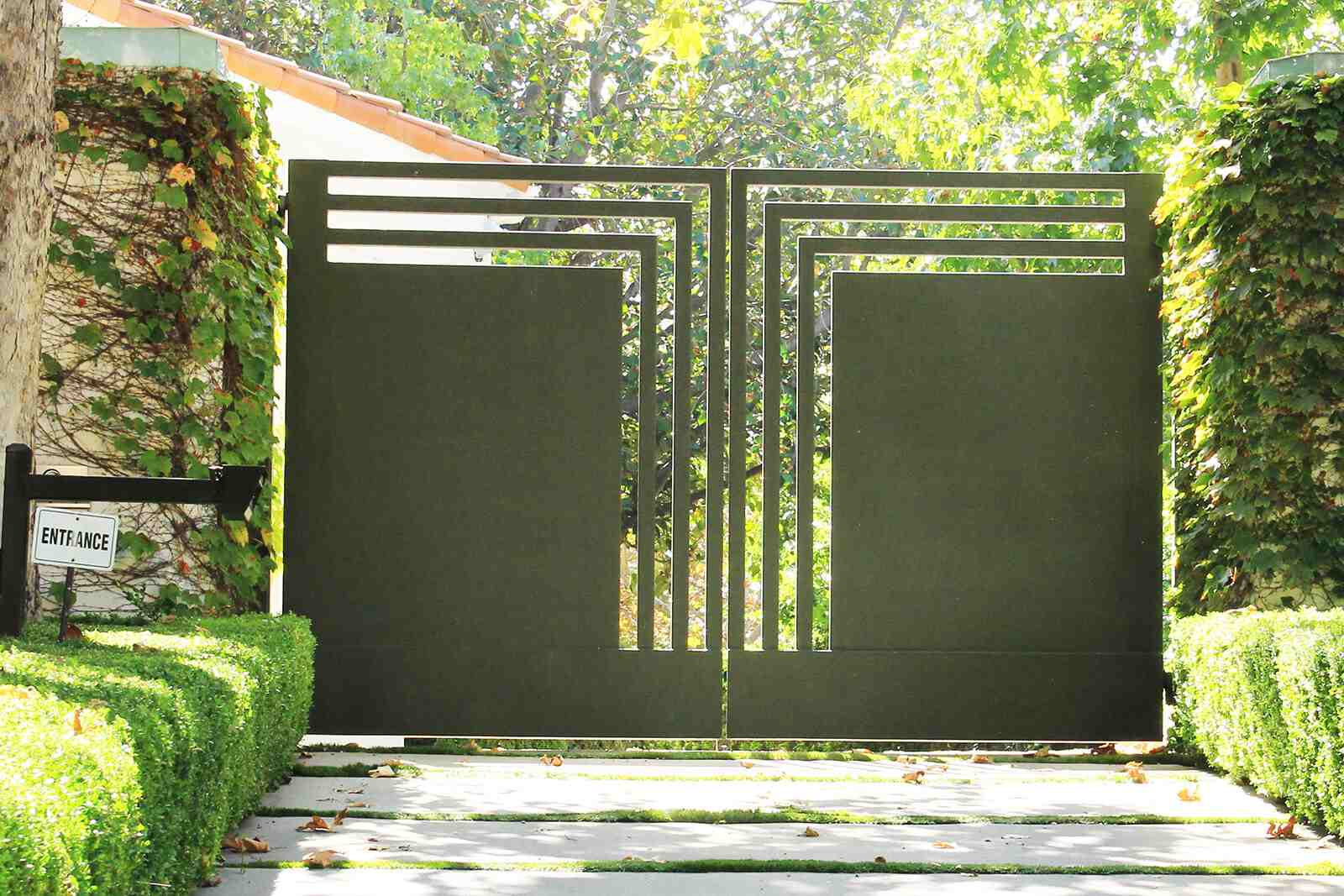 Geometric steel bifold gate