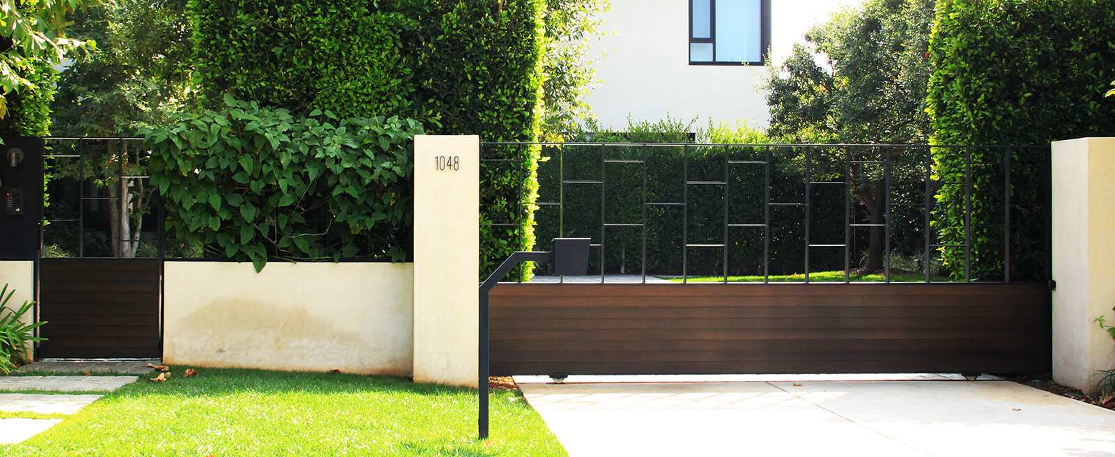 Contemporary wood & glass dual sliding gate