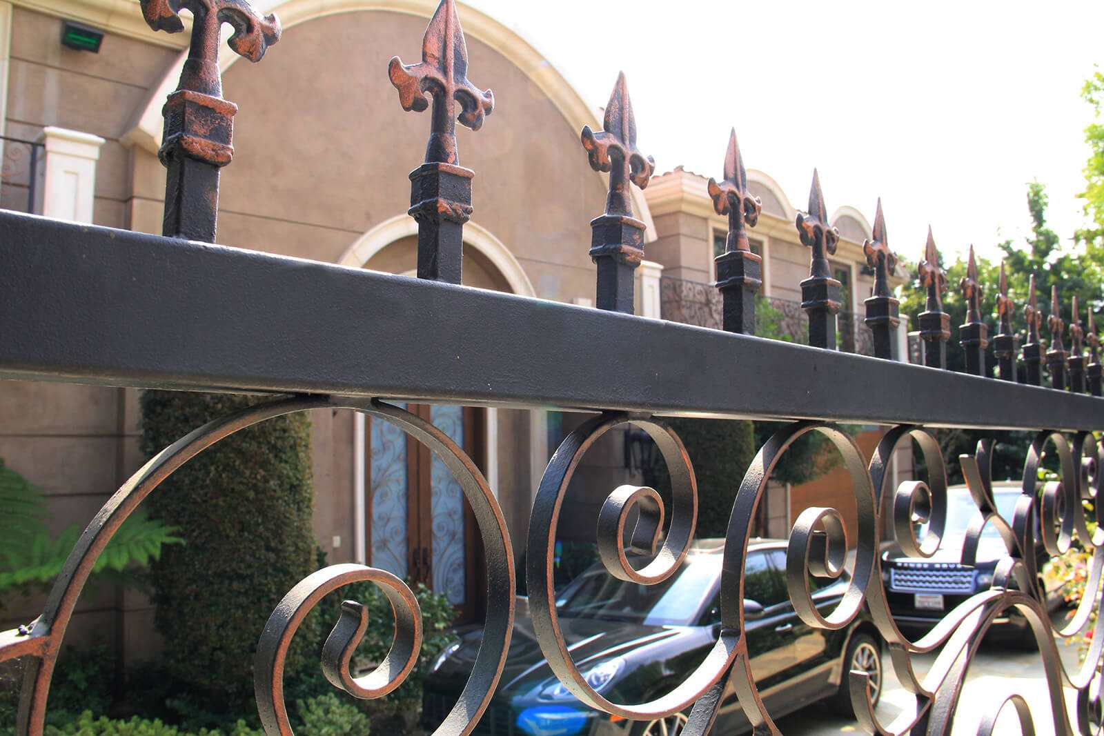 Multi stained medallion gate toppers